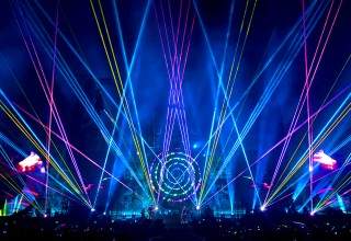 A Head Full of Dreams Tour Fills The Air With Laser Light